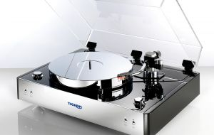 THORENS TD 550 | Piano black finish/Klavierlack Schwarz